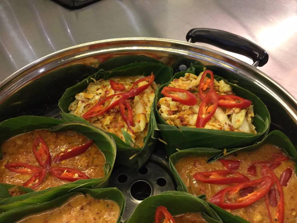 Khmer Cuisine in banana leaf dishes 10805787_10152428053452315_5161544923058975685_n