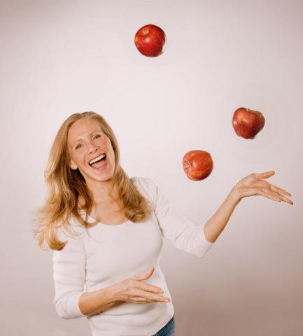 Nancy apples in air